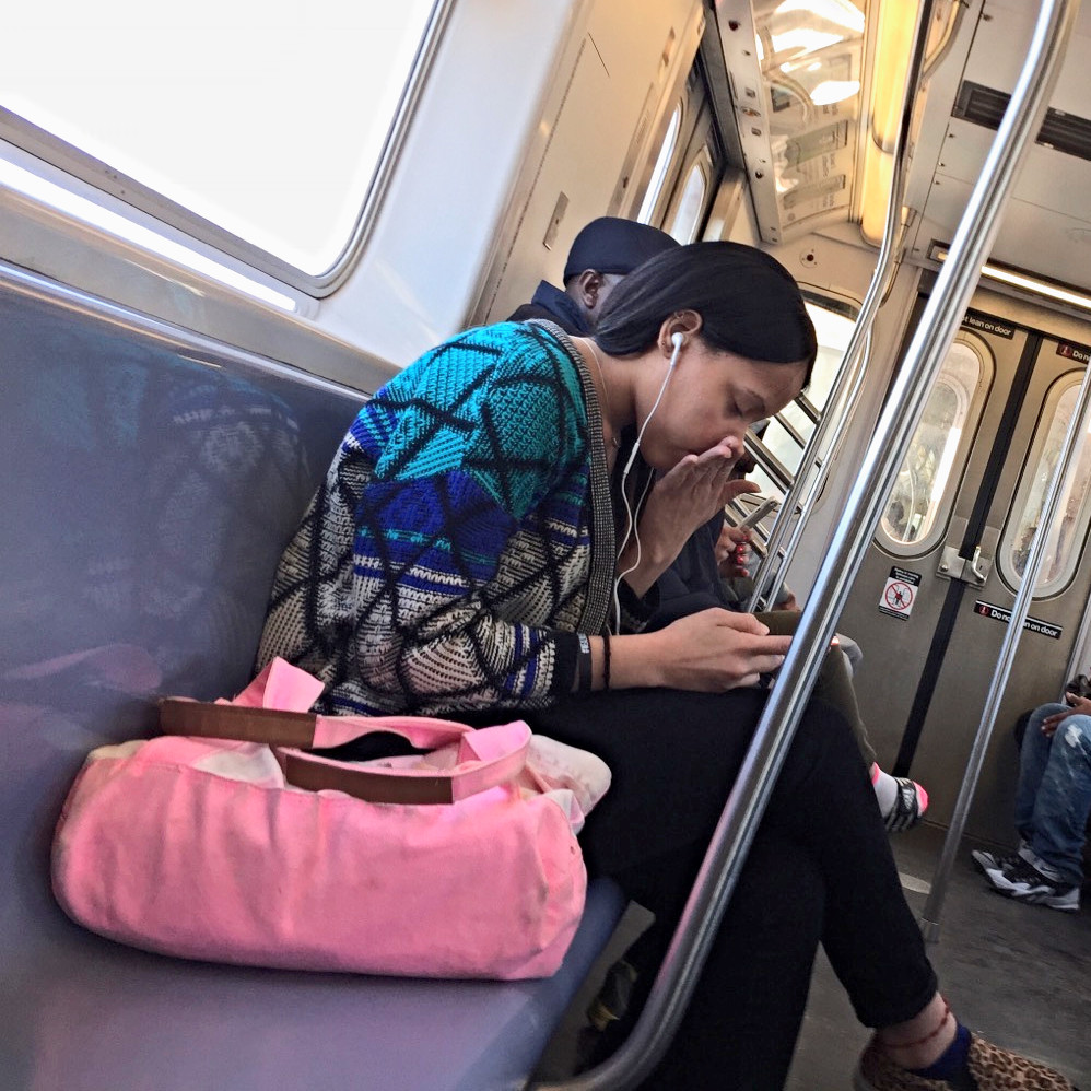 Womanspreading Bagspreading Girl hogging an extra seat with her pretty pink bag #1