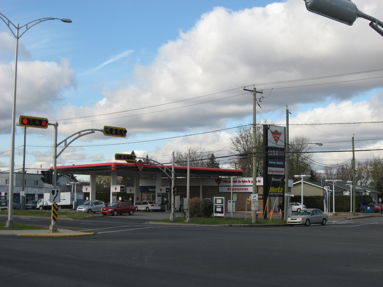 Station d'essence. Mcmasterville