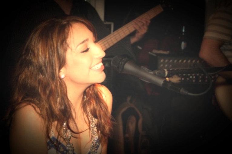 maria dluz, singer, pianist, rio grande valley, texas, houston