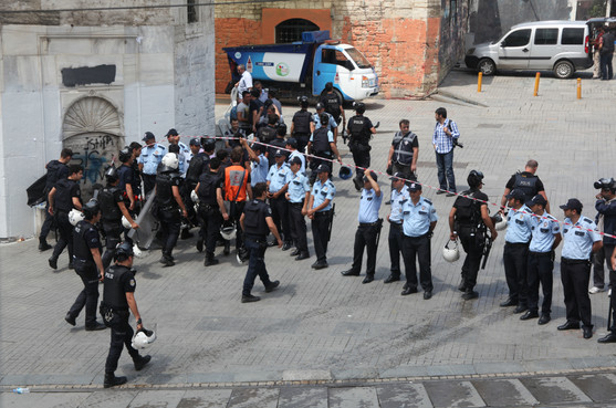 Stand off, Gezi Protest, Istanbul 2013