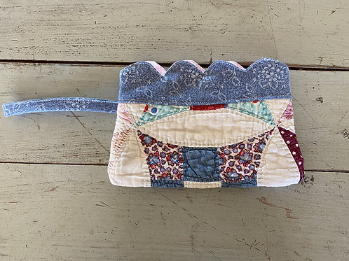 Vintage Scalloped Quilted Wristlet