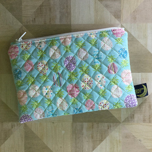 Quilted pouch (md) - blue pineapple