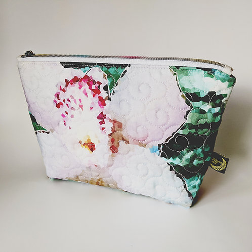 Quilted cosmetics bag - floral