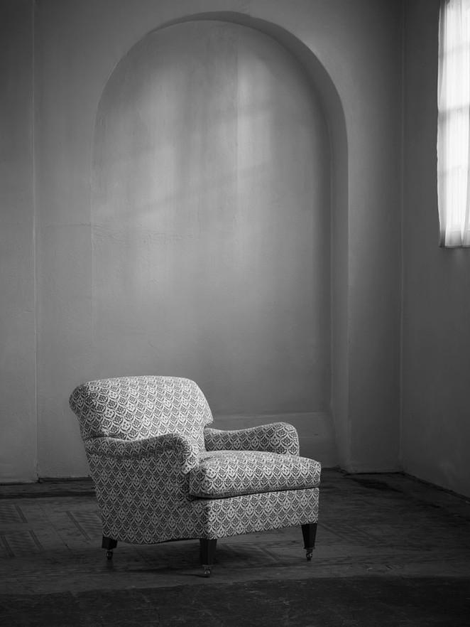 Small_bridgewater_armchair_1.jpg