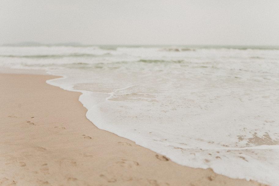 beach-close-up-horizon-1879301.jpg