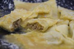 Ravioli di carne con sugo di arrosto