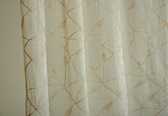 MCA 130 EMBROIDERY SHEER CR