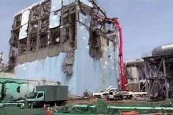 002)焼け落ちた建屋.jpg