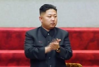 一人ぼっちの最高人民会議に出席した金正恩第1書記