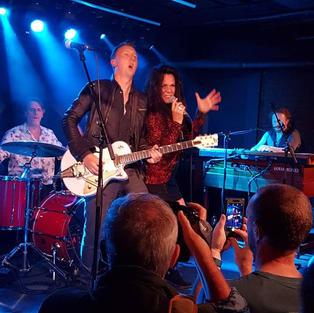 Sari Schorr + Mike Vernon & The Might Combo