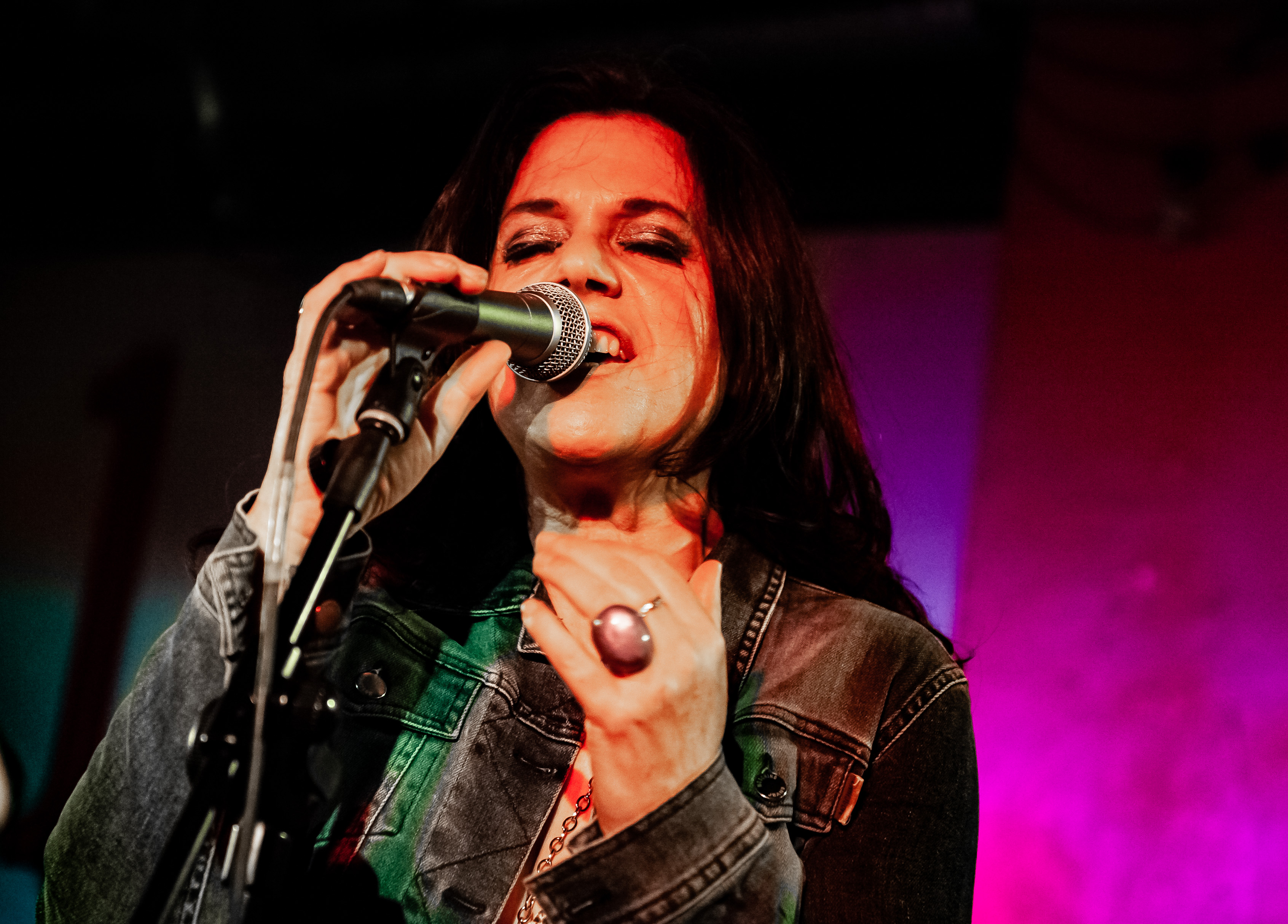 Sari Schorr by Richard Bolwell (1).jpg