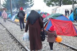 Madre e figlia Campo profughi Idomen