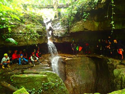 tours de espeleologia, exploración de cuevas