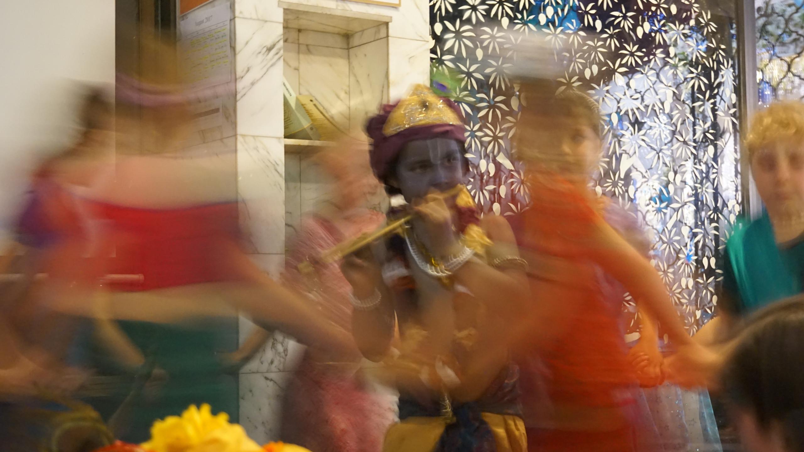 Gopis dance around Krishna