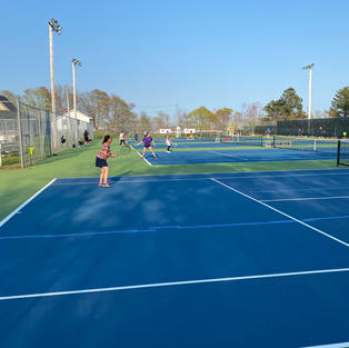 Lovely tennis playing weather down at Victoria Park!