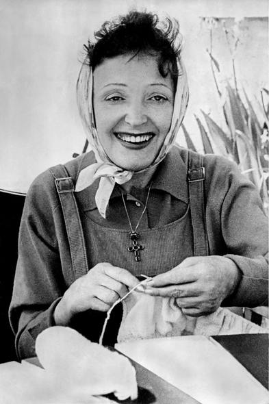Edith-Piaf-Portrait-Tricot-Copyright-Hug