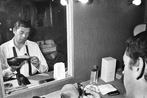 Jacques-Brel-Portrait-Loge-Olympia-Paris