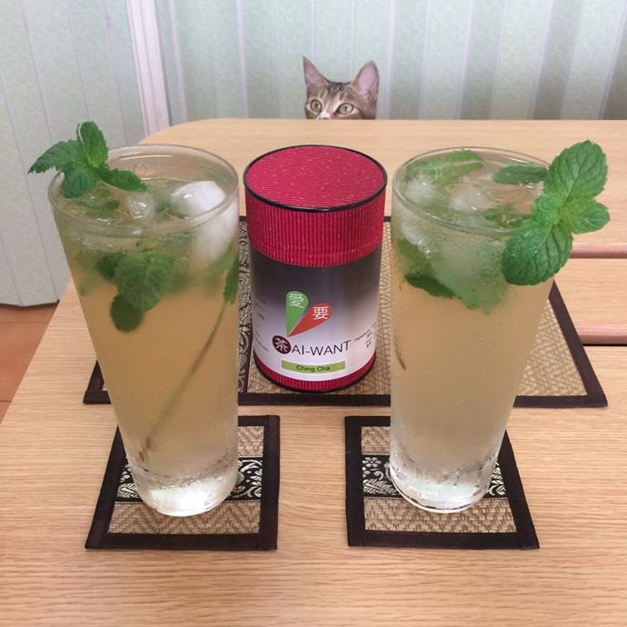 Ai-xin is ready for her Ching Cha Mojito.