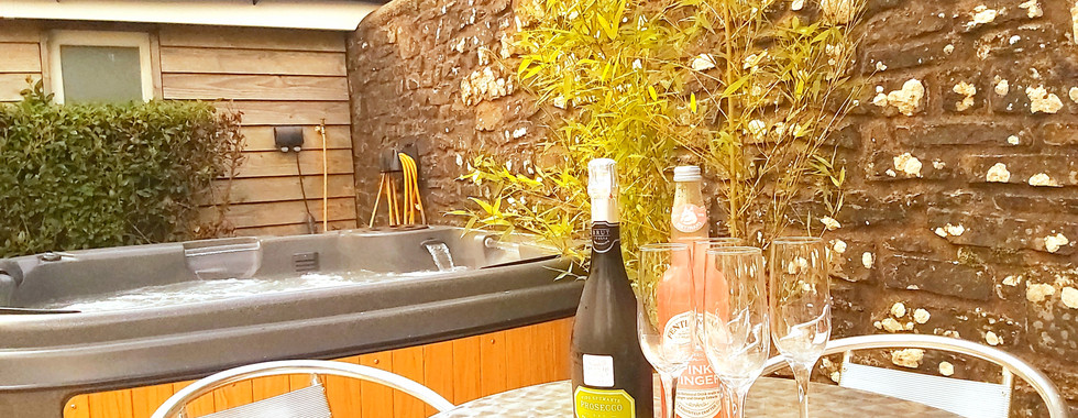 Hot tub and seating North Devon Holiday Self Catering