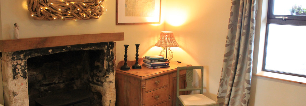 Mews Cottage Holiday Fireplace Dining Room Wiltshire England