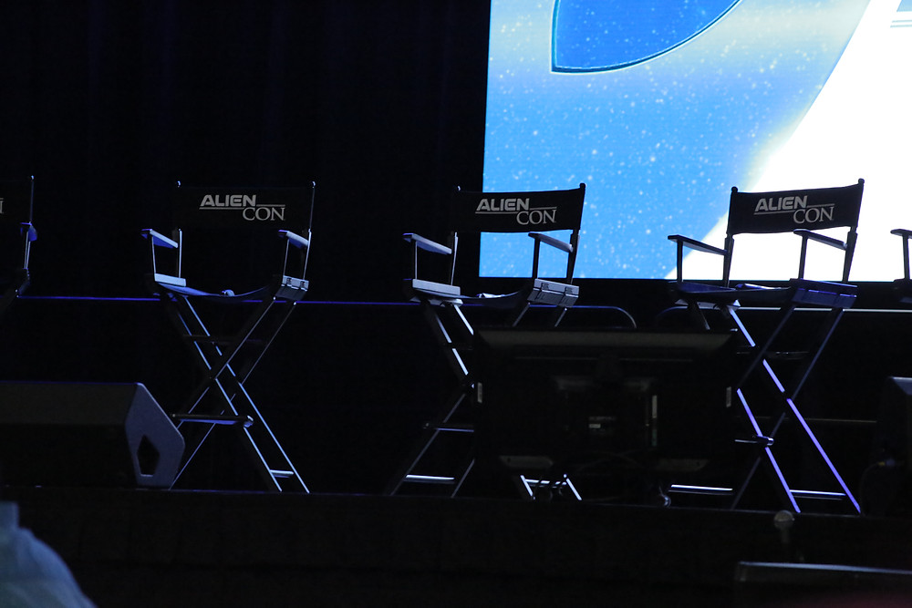 Alien Con panel chairs