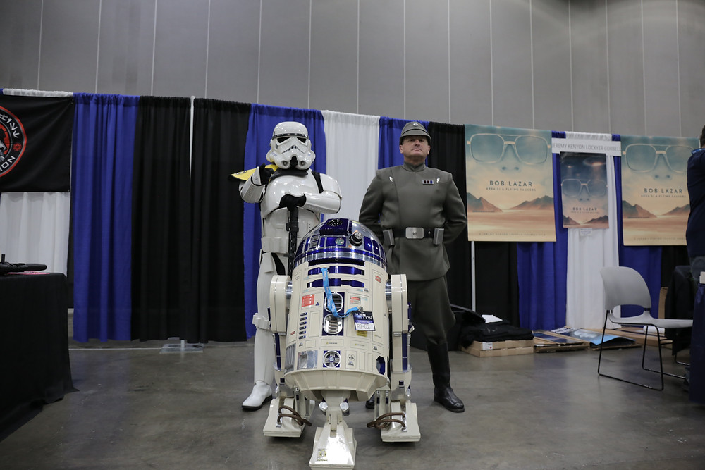R2D2 Storm Trooper pose at Alien Con