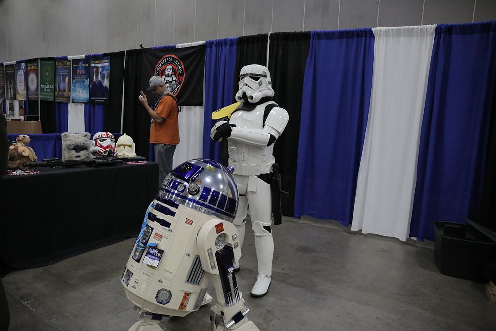 R2D2 Storm Trooper Alien Con