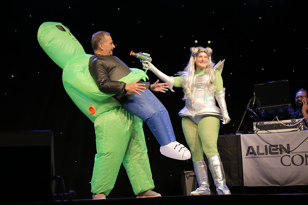 Funny alien hallowen costume couple