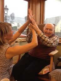 Creative movement sessions in old peoples' homes (including cARTrefu)