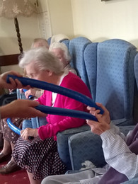 Creative movement in old peoples' homes (including cARTrefu)