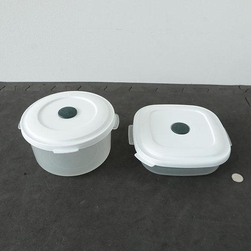 2 plats de plastique