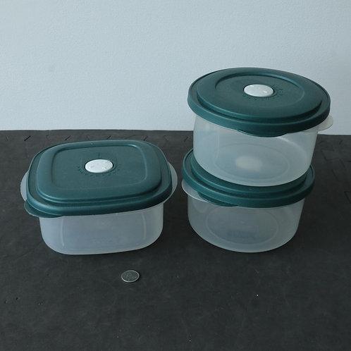 3 plats de plastiques