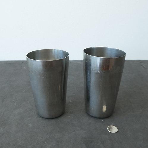 2 verres en métal