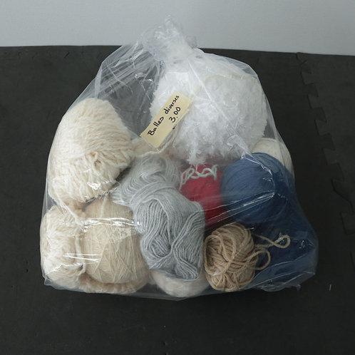 Balles de laine diverses