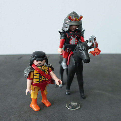 2 personnages et cheval Playmobil