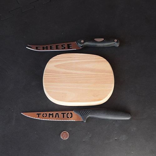 2 couteaux avec petite planche