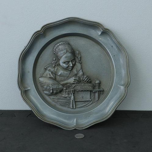Assiette décorative en métal (travaillée)