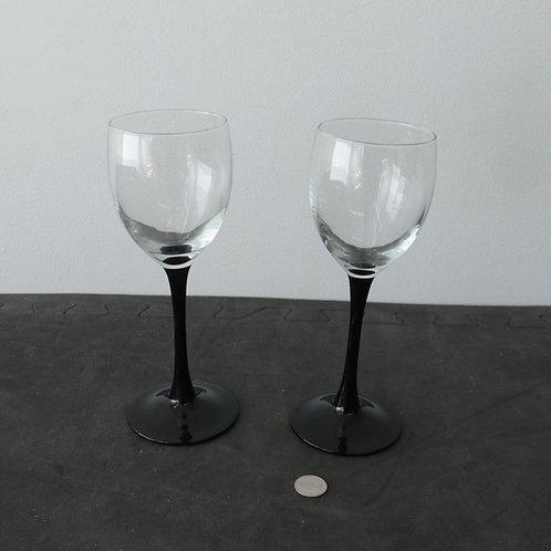 2 coupes à vin