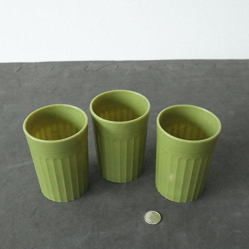 3 verres en plastique