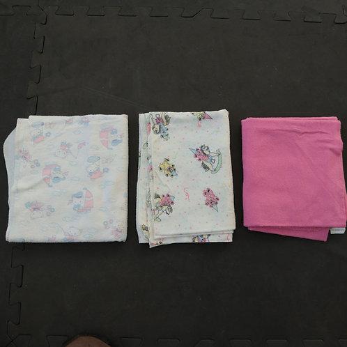 3 petites couvertures de bébé