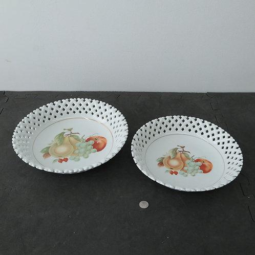 2 Assiettes (avec supports; facultatifs)