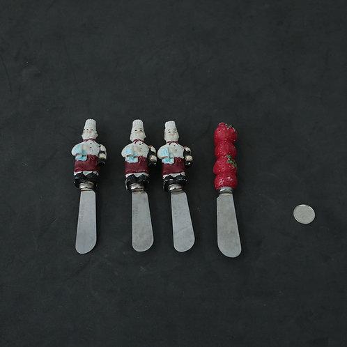 4 petits couteaux