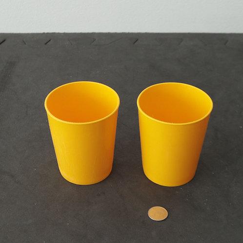 2 petits verres en plastique