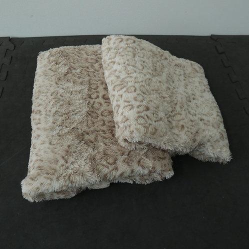 2 pièces de tissus en fausse fourrure