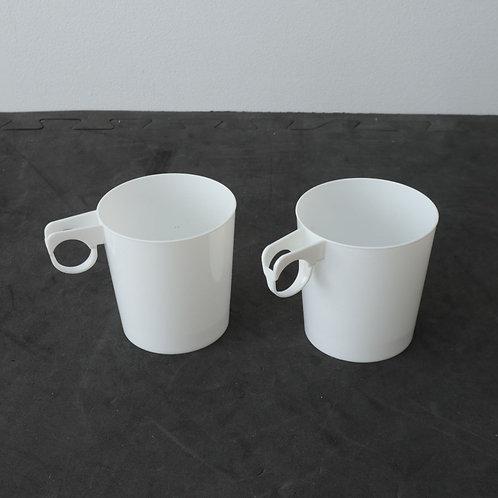 2 petites tasses en plastique