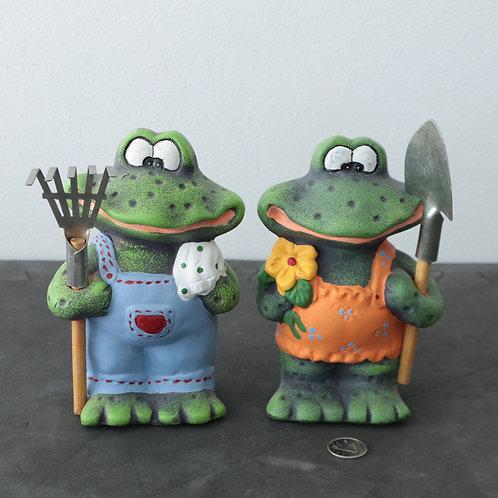 2 grenouilles qui jardinent