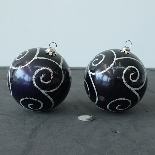 2 boules de verres violettes
