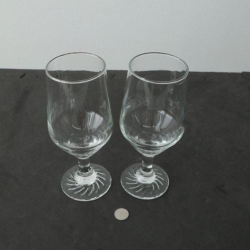 2 verres sur pied