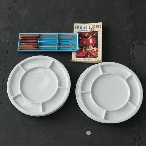4 assiettes, fourchettes et livre Fondue