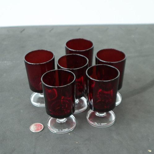6 petites coupes rouges